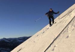 L'impresa: la prima discesa sugli sci dal maestoso Half Dome Lo Half Dome, nel Parco nazionale di Yosemite, è una cima rocciosa, alta 2694 metri, molto famosa per la sua forma e altezza - CorriereTV