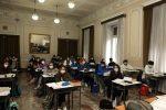 """Messina, si torna in classe alle """"superiori"""". La protesta al Bisazza, in 180 non si presentano. LE FOTO"""
