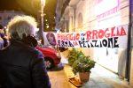 """Il comitato """"Reggio non si broglia"""" ha fatto la sua prima manifestazione in piazza Camagna e non si è più fermato"""