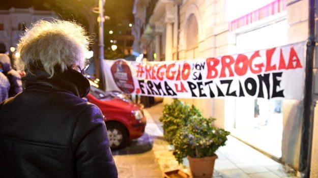 reggiononsibroglia, Reggio, Politica