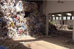 """Vibo, rifiuti pericolosi ed """"ecoballe"""" in capannoni abusivi: 2 avvisi di garanzia"""