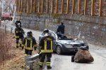 Sondrio, masso si stacca da montagna e colpisce un'auto: un morto