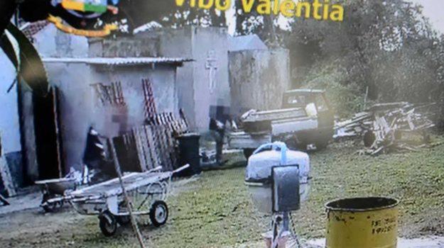 cimitero tropea, salme profanate, Francesco Trecate, Roberto Contartese, Salvatore Trecate, Catanzaro, Cronaca