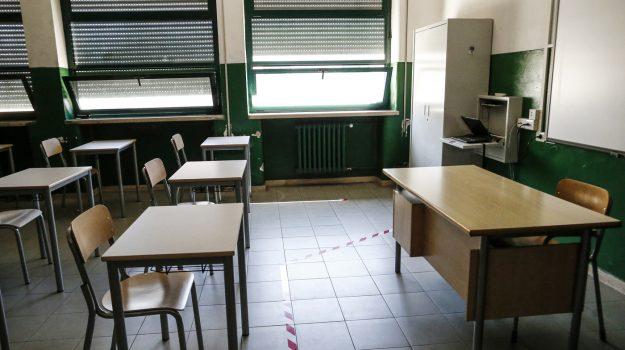 Cenere dell'Etna e maltempo, a Taormina il sindaco dispone la chiusura delle scuole per lunedì