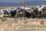 Deraglia treno merci in California: le carrozze ammucchiate dopo l'incidente - VIDEO