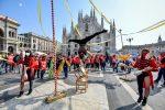 Milano, manifestazione circensi contro le chiusure per il coronavirus in Piazza Duomo