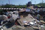 """Messina come una pattumiera: lo scempio ambientale tra """"svuota cantine"""" e rifiuti bruciati"""
