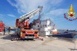 Crotone, a fuoco un rimorchiatore nel porto. In salvo le persone a bordo