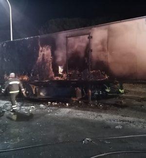 Autogrill di Rometta, in fiamme un camion che trasportava birre
