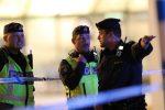 Uomo armato di coltello si avventa sulla folla: diversi feriti gravi in Svezia