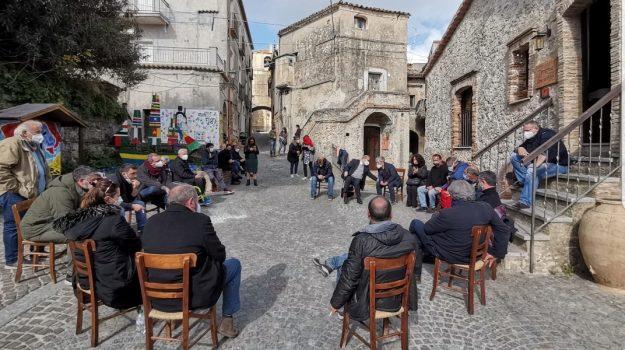 calabria resistente e solidale, Calabria, Politica