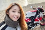 Ma la giovane motociclista influencer... è un 50enne che beffa tutti con FaceApp - FOTO E VIDEO