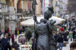 """Cosenza, un tesoro... nel """"salotto"""" cittadino: le 31 statue del museo all'aperto di corso Mazzini - FOTO"""