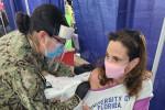 Ilaria Capua si vaccina: le foto su Twitter
