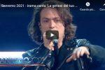 """Irama canta """"La genesi del tuo colore"""" a Sanremo 2021 - VIDEO"""