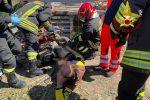 Isola Capo Rizzuto, incastrato nel motocoltivatore e salvato dai pompieri VIDEO