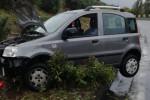 Sbanda e si ribalta in autostrada all'altezza di Brolo, donna fortunatamente illesa