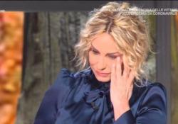 """Antonella Clerici in lacrime per le vittime del Covid: «Ne usciremo, ma non dimenticheremo» La presentatrice di """"È sempre mezzogiorno"""" non trattiene la commozione in diretta - Ansa"""