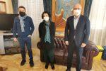 Il vicesindaco Santi Calderone, la segretaria Maria Natoli Scialli e il sindaco Pinuccio Calabrò