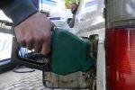 La benzina sempre più su: sale da 20 settimane, verde a 1,579 euro