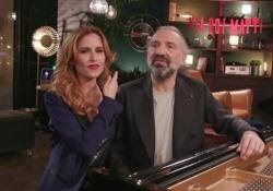 Bollani: «Non so perché ma a casa mia finiamo a fare sempre il Musichiere» - Corriere Tv