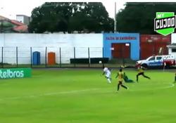 Brasile, dribbla tutta la difesa e inganna il portiere con lo scavetto Genio e sfrontatezza per questo gol di Alef Mangueira - Dalla Rete