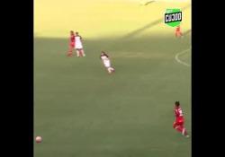 Brasile, inganna il portiere con un pallonetto da fuori area L'astuzia si abbina alla tecnica in questo gol di Taty Mirelly - Dalla Rete