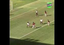 Brasile, segna con un tiro di esterno da fuori area Il tocco di classe di Thayslane Gomes ha disegnato una traiettoria perfetta - Dalla Rete