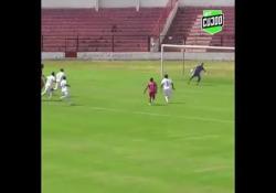 Brasile, segna con una punizione da 30 metri È la prodezza di Humberto, calciatore del Linense, squadra del campionato brasiliano - Dalla Rete