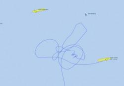 Canale di Suez: lo strano disegno della rotta della nave Ever Given Il portale Vesselfinder ha ricostruito la manovra della nave rimasta incagliata: la forma del disegno è inequivocabile - CorriereTV