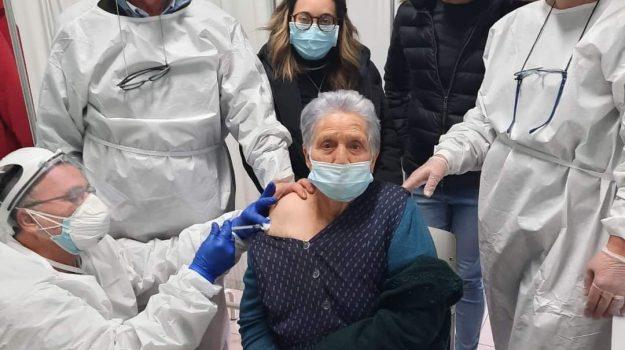 montegiordano, vaccino, Angiolina Introcaso, Rocco Introcaso, Cosenza, Cronaca