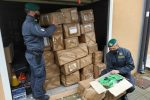 Lamezia Terme, oltre 1.300 capi di abbigliamento sequestrati e donati alla Caritas