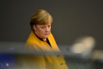 Merkel chiede scusa anche al Bundestag, applausi dall'aula