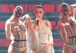 Elodie è la star di Sanremo, il suo medley fa impazzire i fan La cantante romana è stata protagonista di uno show esplosivo - Ansa