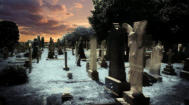 cimitero, prostituzione, Sicilia, Cronaca