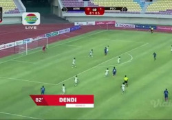Indonesia, il pallone gli rimbalza in faccia e fa gol Ci sono molti modi di segnare, come dimostra Dendi Santoso - Dalla Rete