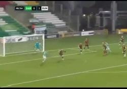 Irlanda, realizza il gol «alla Bergkamp» Un gol così ricorda quello celebre realizzato da Denis Bergkamp nella partita del Mondiale del 1998 tra la sua Olanda e l'Argentina - Dalla Rete
