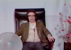 L'altra domenica, quando Benigni era uno strampalato critico cinematografico Il programma di grande successo ideato da Renzo Arbore andò in onda sulla Rete 2 dal 1976 al 1979 - Corriere Tv