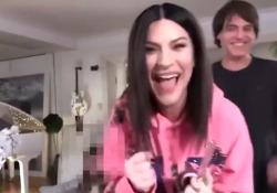 Laura Pausini candidata agli Oscar con «Io sì», urla e abbracci in famiglia: ecco il momento dell'annuncio La cantante italiana in lizza per la canzone originale di «La vita davanti a sé» - Corriere Tv