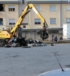 Il quartiere di Arghillà, a Reggio, ripulito dai rifiuti