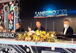 """Sanremo, Amadeus sugli ascolti: «Il 42% è una gioia in un momento in cui il paese sembra in guerra» Il direttore artistico parla di un successo per """"un momento non facile"""" - Ansa"""