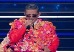 Sanremo, Fiorello in stile Achille Lauro canta «Grazie dei Fior» Fa il suo ingresso sul palco dell'Ariston dando il via alla 71esima edizione del Festival - Ansa