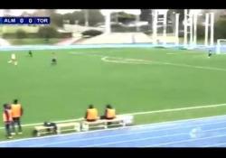 Spagna, segna un gol calciando da centrocampo Il gol di Large Ramazani, calciatore dell'Almeria B, squadra del campionato spagnolo - Dalla Rete