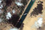 Canale di Suez, Sisi ordina preparativi per alleggerire carico del container