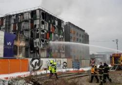 Uno dei più grandi datacenter d'Europa va in fiamme: l'arrivo dei pompieri Tre dei quattro edifici dell'azienda di server Ovh sono andati distrutti. Per tutta la mattina rallentamenti e problemi di connessione per centinaia di siti - Corriere Tv
