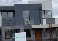 Zero privacy (oppure è voluto?): guardate dove si trova il wc di questa casa in vendita a Melbourne Il video è diventato virale sul web. Il costo dell'immobile: 1,4 milioni di dollari - CorriereTV