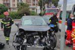 Crotone, violento impatto tra due auto. A bordo solo i conducenti trasferiti in ospedale