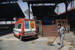 Coronavirus, record di contagi in India: 350mila in un giorno. Nelle ultime 24 ore 2767 morti
