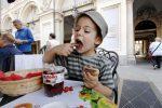 57 anni fa Ferrero produceva il primo vasetto di Nutella, l'amore per il cioccolato oltre le generazioni