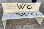 """Imbrattata """"panchina della memoria"""" a Reggio. La giunta: """"Sdegno per un vile atto"""""""